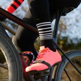 Chaussettes de vélo hiver en laine Mérinos noires et blanches OZIO