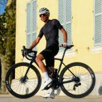 Cycliste ensemble noir été cuissard et maillot noirs