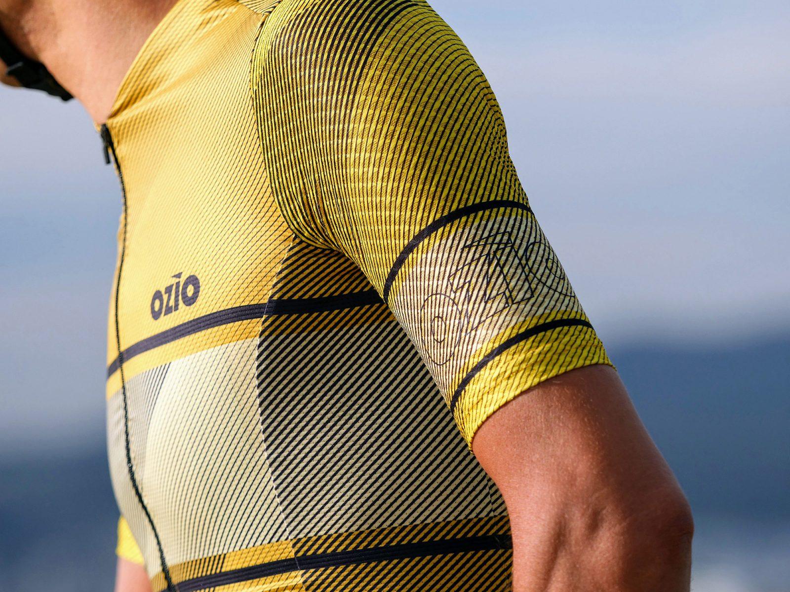 maillot cycliste leader jaune manche
