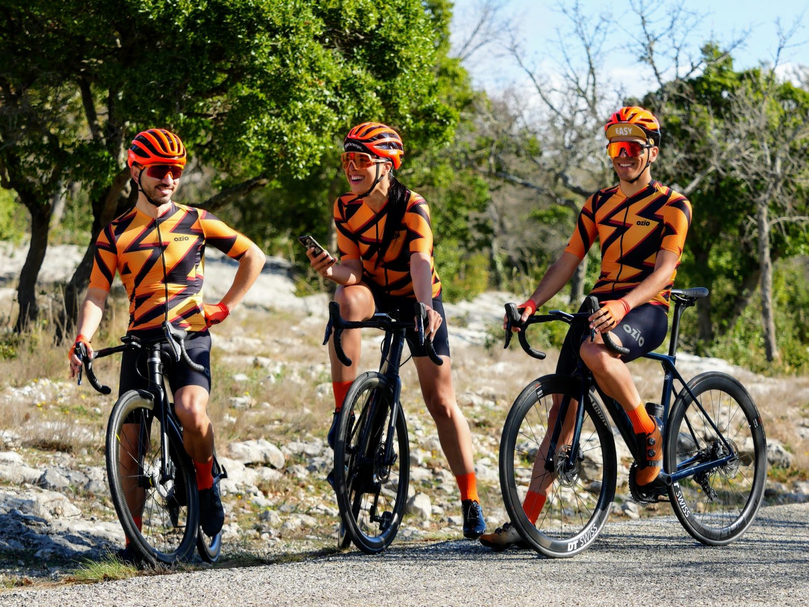 Trio cyclistes maillot assortis été OZIO