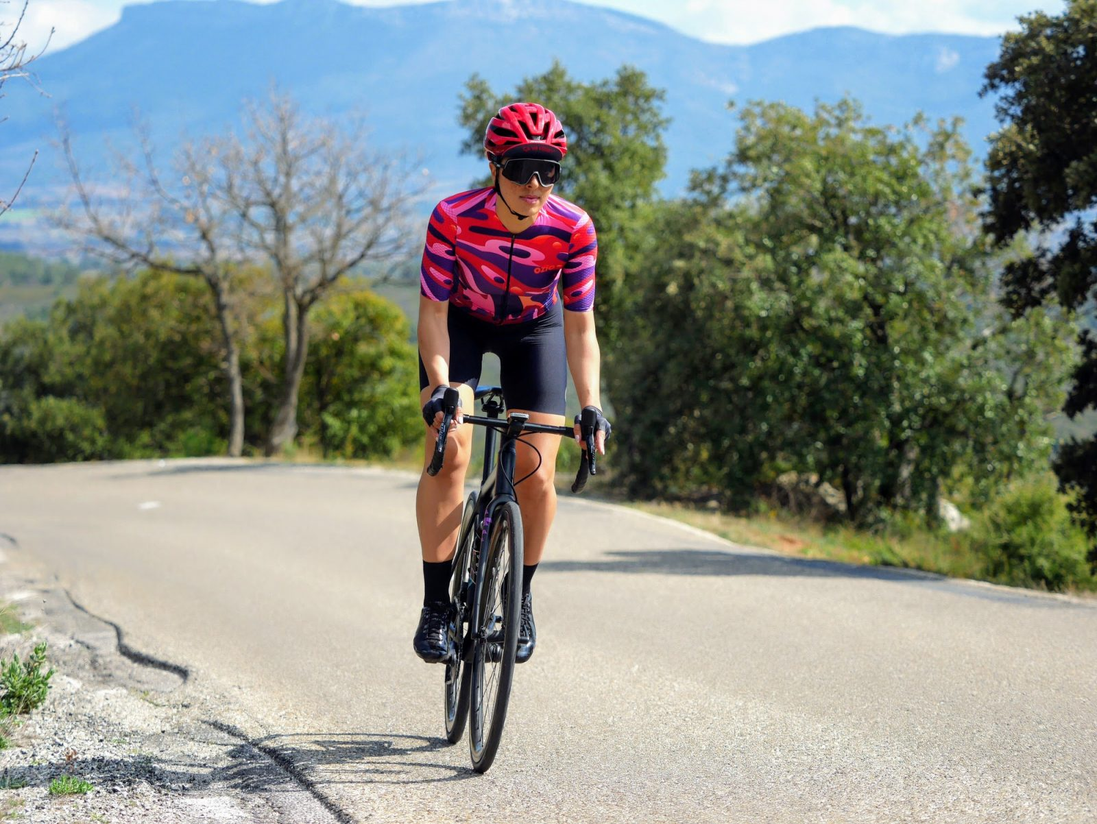 Femme qui pédale maillot cycliste été femme OZIO
