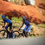 Deux hommes portant maillot de vélo manches courtes été OZIO