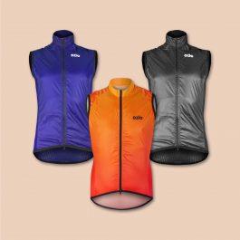 Trois gilet coupe-vent cycliste OZIO : bleu, orange et gris