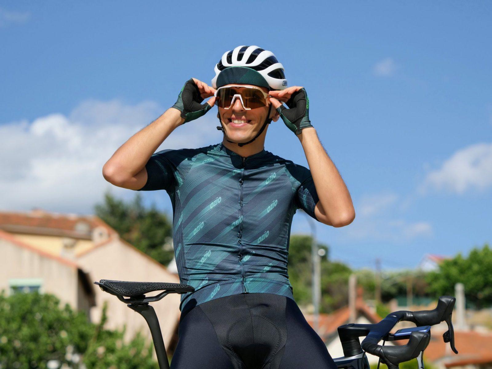 Cycliste casquette verte