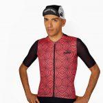 Cycliste avec maillot de vélo original et casquette de vélo